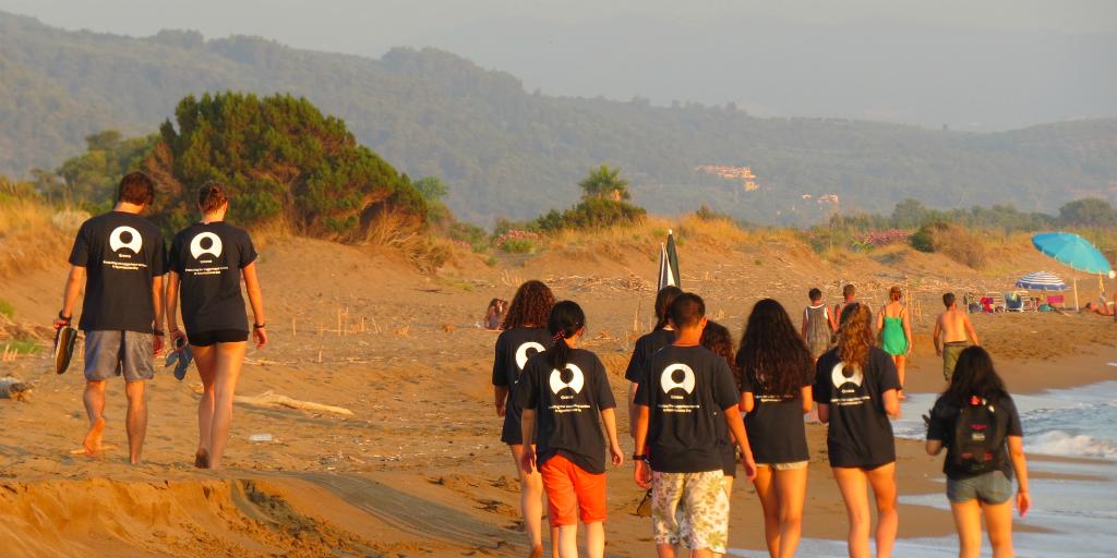 GVI participants walk the beach in Greece