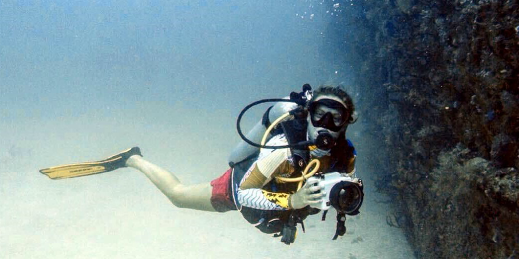 Once you have your professional scuba diver status, you can opt to undergo further training to specialise in trade-specific dives such as photography