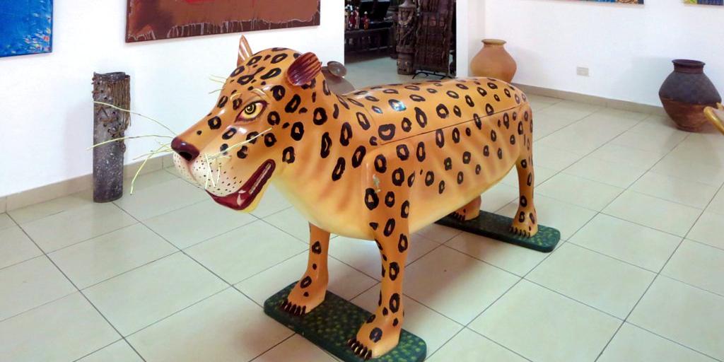 A lion coffin.