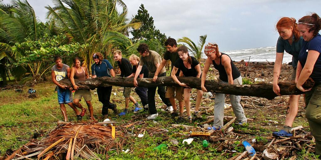 GVI volunteers take part in environmental initiatives such as beach clean ups.